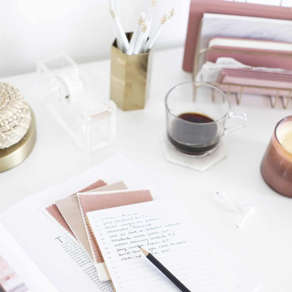 A morning routine to kickstart your mindset. A healthy and stron morning routine is vital to our mindset. I'm sharing the ways that have helped me take more control over my mindset.